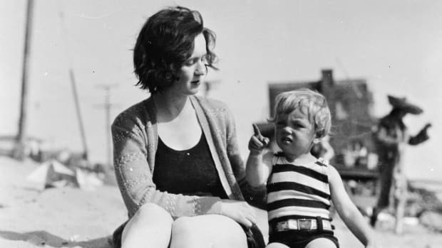 Marilyn Monroe as a toddler with her mother
