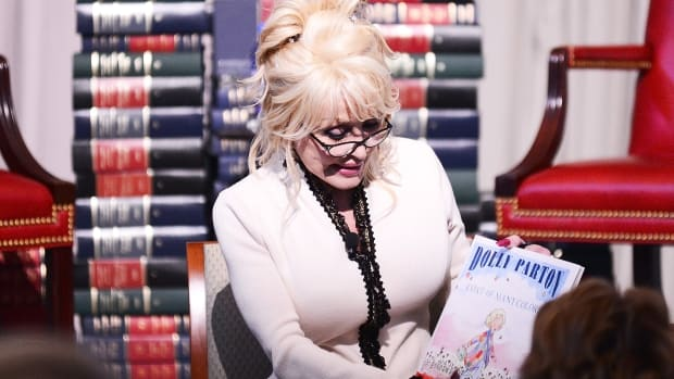 "Dolly Parton reads her book, ""The Coat of Many Colors"" to school children at The Library of Congress on February 27, 2018 in Washington, DC."