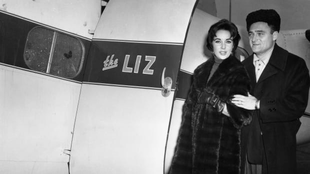 Elizabeth Taylor and her husband, producer Mike Todd, board his private plane named The Liz