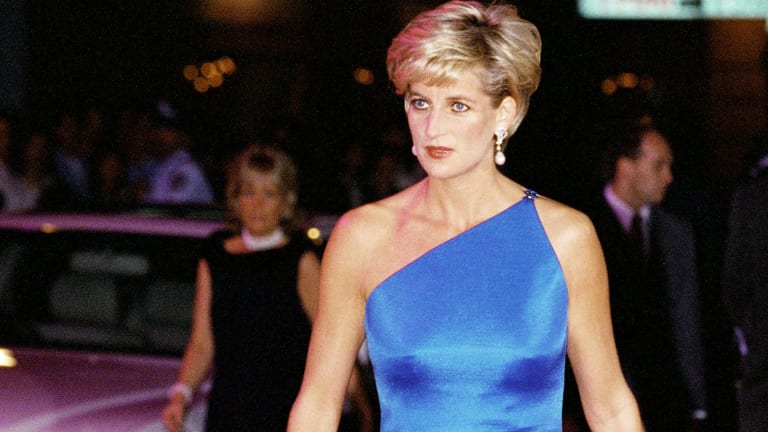 Princess Diana: 18 Photos of Her Most Fashionable Moments