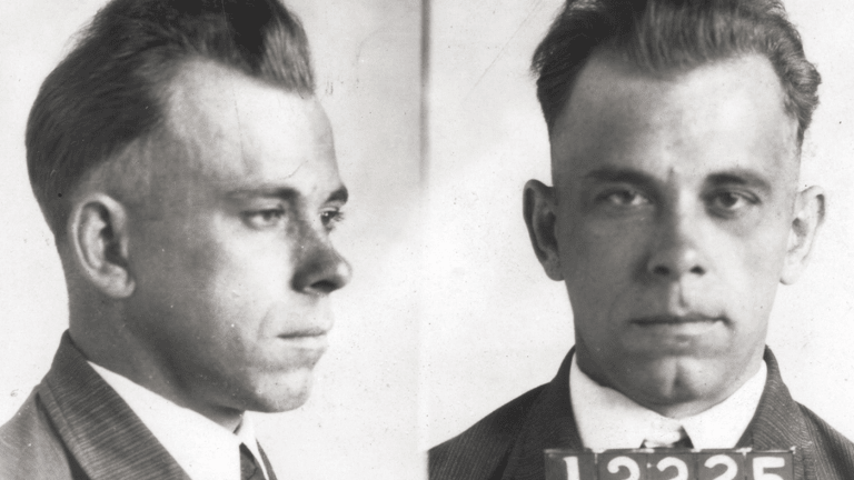 Mugshots of Famous Mobsters (PHOTOS)