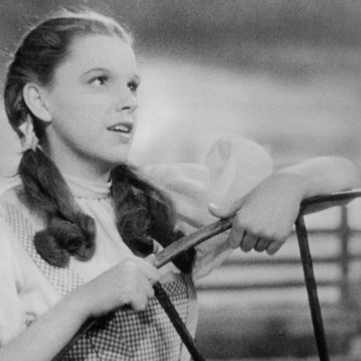 Judy Garland Was Put On A Strict Diet And Encouraged To Take Pep Pills While Filming The Wizard Of Oz Biography