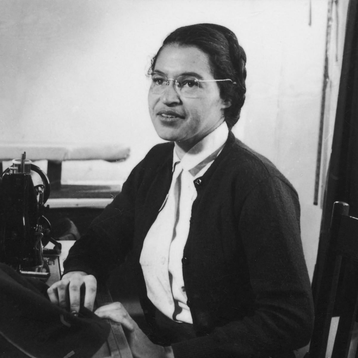 Rosa Parks Timeline Of Her Life Montgomery Bus Boycott And Death Biography
