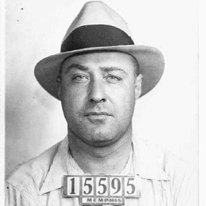 a biography of john dillinger a criminal from the united states John dillinger was born june 22, 1903, in indianapolis, indiana as a boy he committed petty theft in 1924 he robbed a grocery store and was caught and jailed he escaped and he and his gang.