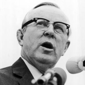 a biography of lester b pearson the canadian prime minister