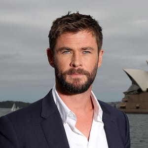 Dimitri Virtanen Chris-hemsworth-poses-during-a-photo-call-for-thor-ragnarok-on-october-15-2017-in-sydney-australia-photo-by-mark-metcalfe_getty-images-for-disney-square