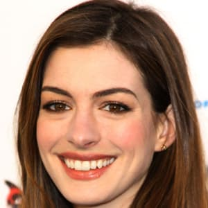 Actress ann hathaway breasts photos