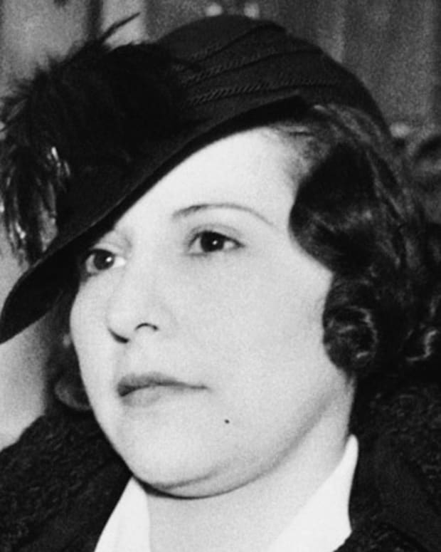 Evelyn Frechette, 27, sweetheart of the slain John Dillinger, is shown in U.S. Commissioner?s Court when she took a pauper?s oath which releases her from the Federal Detention Farm at Milan, Mich., where she was sentenced two years ago for harboring the notorious gangster, Jan. 30, 1936. She said she intends to ?go straight? The pauper?s oath was necessary to release her from payment of a $1,000 fine. (AP Photo)
