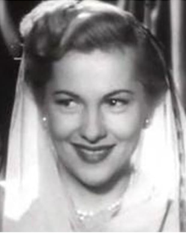 Joan-Fontaine-20987191-2-402