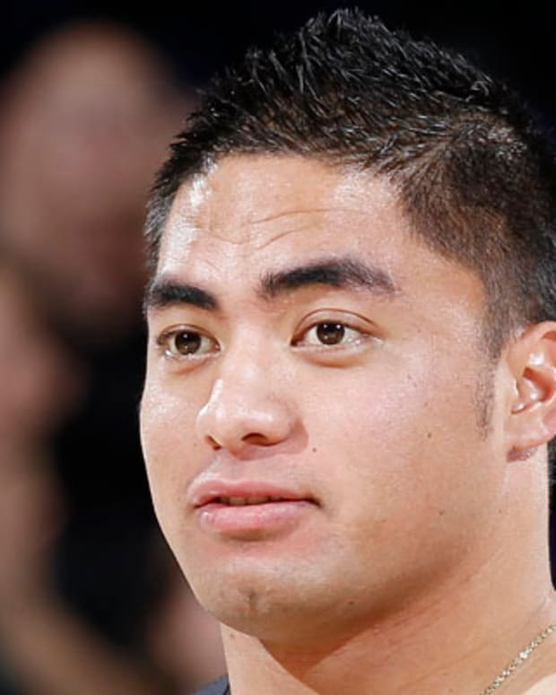 SOUTH BEND, IN - NOVEMBER 29: Manti Te'o of the Notre Dame Fighting Irish football team accepts the Ara Parseghian Sportsmanship Award during a timeout in the men's basketball game against the Kentucky Wildcats at Purcell Pavilion at the Joyce Center on November 29, 2012 in South Bend, Indiana. Notre Dame won 64-50. (Photo by Joe Robbins/Getty Images)