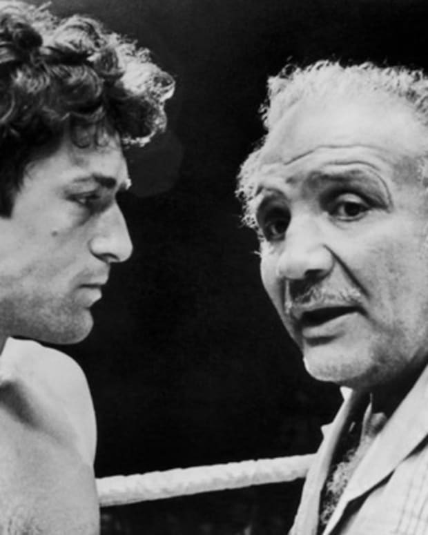 Oscar-Winning Portrayals: Robert De Niro portrayed boxer Jake La Motta in Raging Bull (1980). De Niro trained for three months as a boxer to get in shape, then gained 60 pounds to play the older La Motta in later scenes.