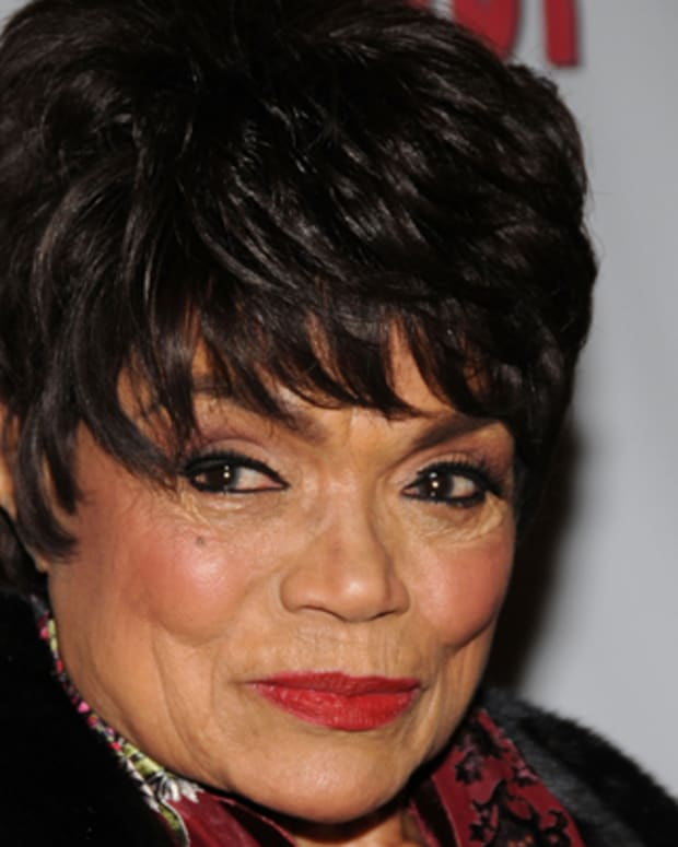 Eartha-Kitt-9366124-1-402