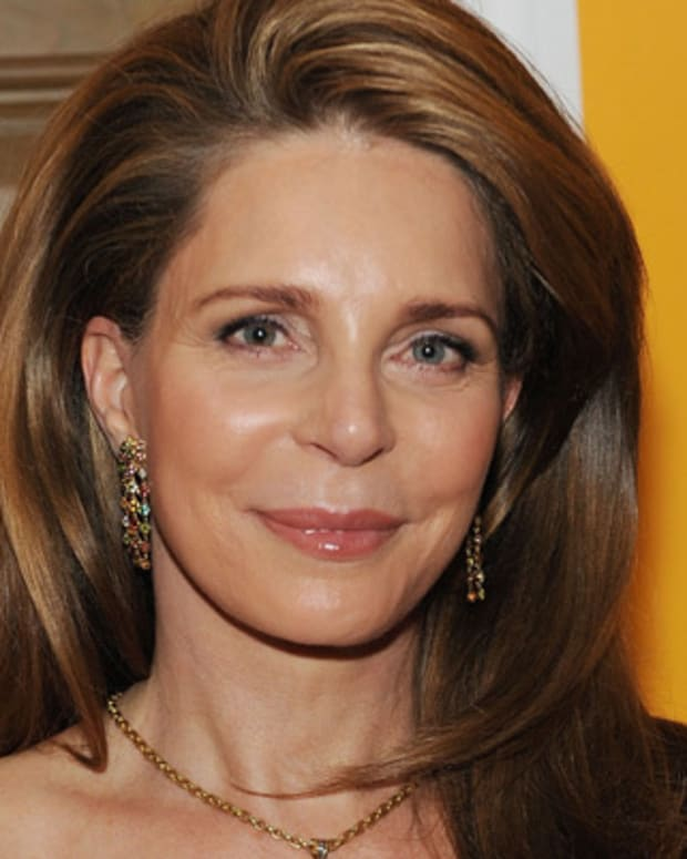 Queen-Noor-of-Jordan-9542217-1-402