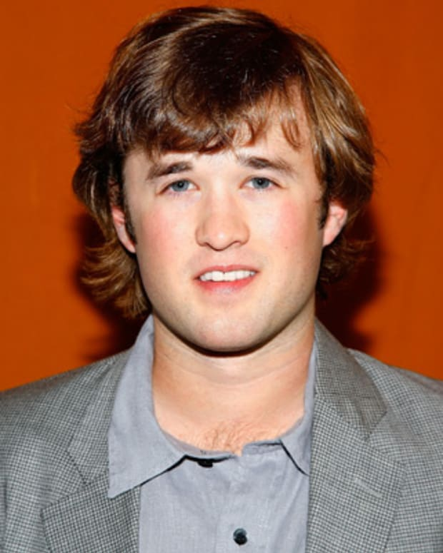 Haley-Joel-Osment-9542287-1-402