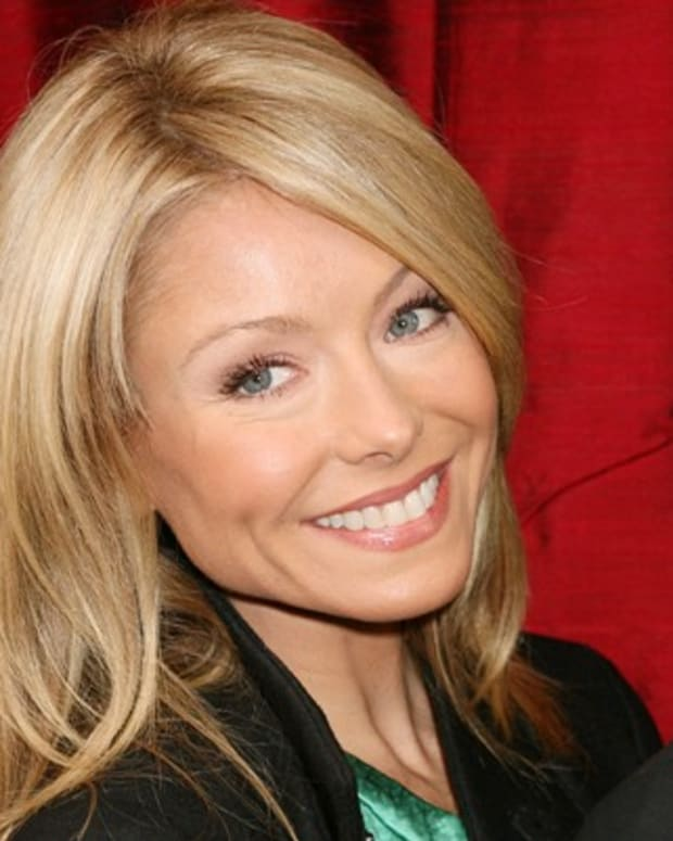 Kelly-Ripa-9542608-1-402