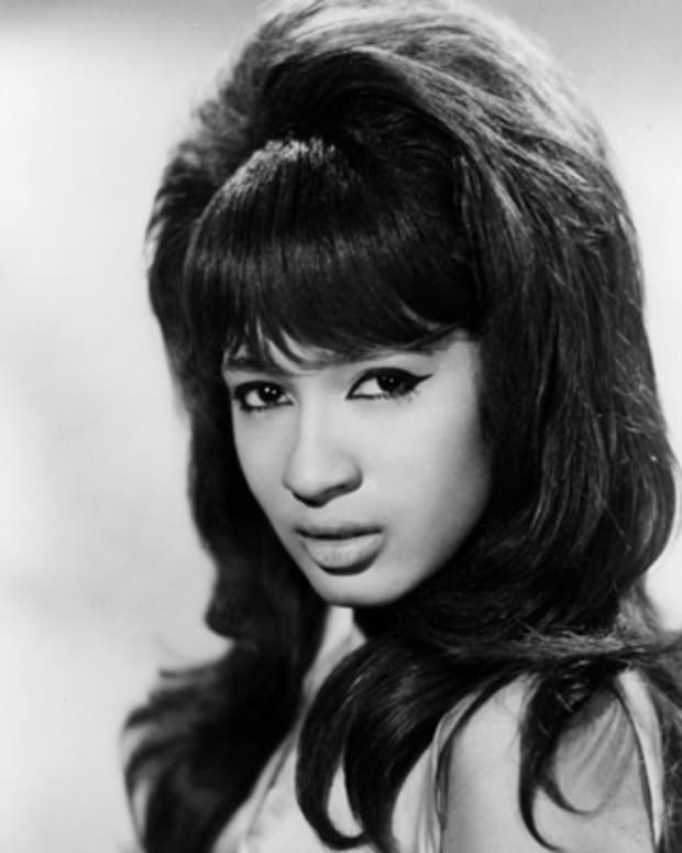 Ronnie-Spector-17172228-1-402