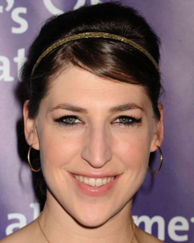 BEVERLY HILLS, CA - MARCH 21: Mayim Bialik arrives at the 20th Anniversary Alzheimer's Association 'A Night At Sardi's' at The Beverly Hilton Hotel on March 21, 2012 in Beverly Hills, California. (Photo by Jeffrey Mayer/WireImage)
