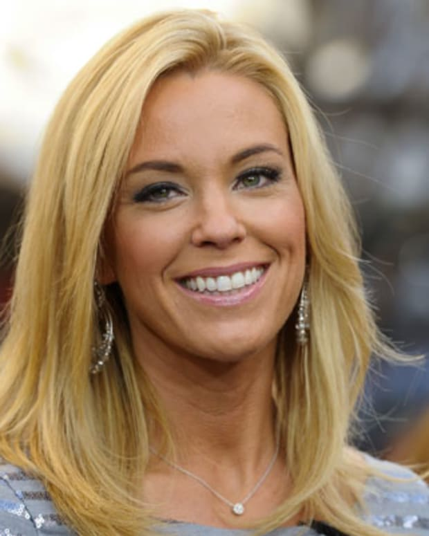 LOS ANGELES, CA - JANUARY 19:  Kate Gosselin visits Extra at The Grove on January 19, 2012 in Los Angeles, California.  (Photo by Noel Vasquez/Getty Images for Extra)
