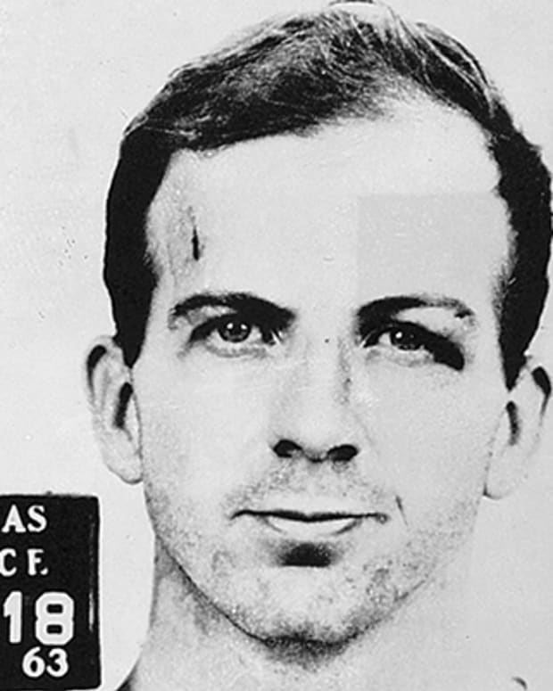 Lee-Harvey-Oswald-9430309-1-402