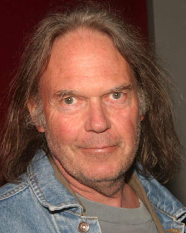 Neil-Young-9539612-1-402