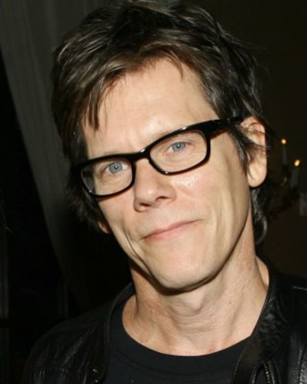 Kevin-Bacon-9542173-1-402