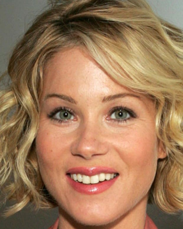 Christina-Applegate-9542531-1-402
