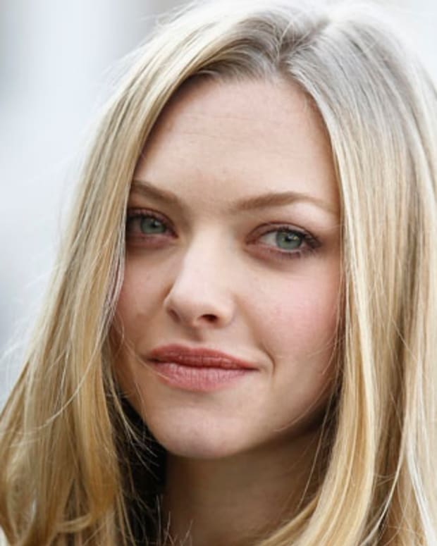 BERLIN, GERMANY - NOVEMBER 02:  Actress Amanda Seyfried attends the 'In Time' photocall at Hotel Adlon on November 2, 2011 in Berlin, Germany.  (Photo by Andreas Rentz/Getty Images)