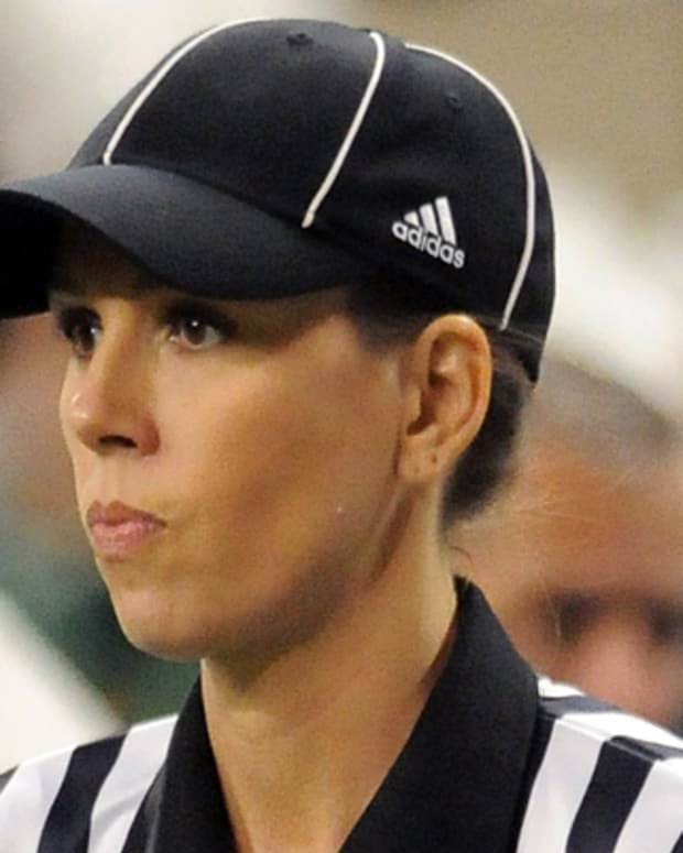 DETROIT - DECEMBER 26:  Line Judge Sarah Thomas watches the action between the Marshall University Thundering Herd and the Ohio Bobcats during the 2009 Little Caesars Pizza Bowl at Ford Field on December 26, 2009 in Detroit, Michigan. The Thundering Herd defeated the Bobcats 21-17.  (Photo by Mark Cunningham/Getty Images) *** Local Caption *** Sarah Thomas