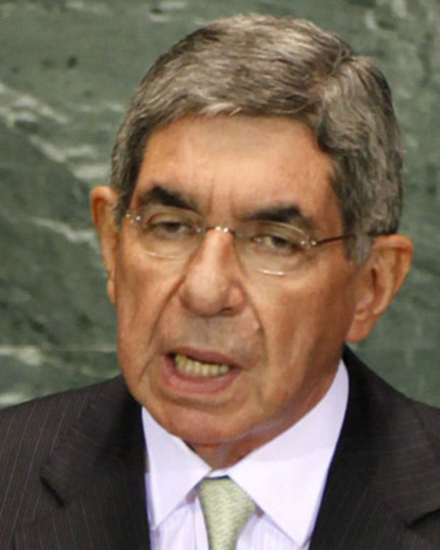 Oscar-Arias-Sanchez-37438-1-402