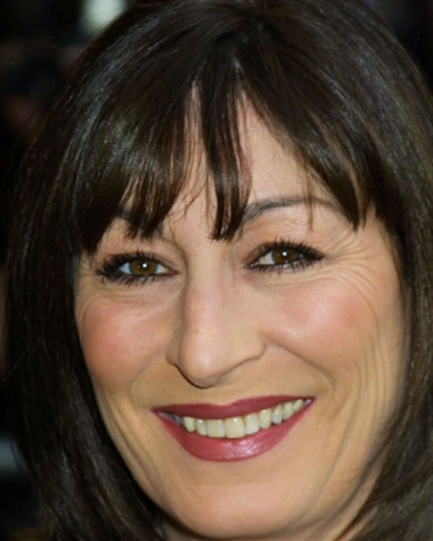 Anjelica-Huston-9347981-1-402