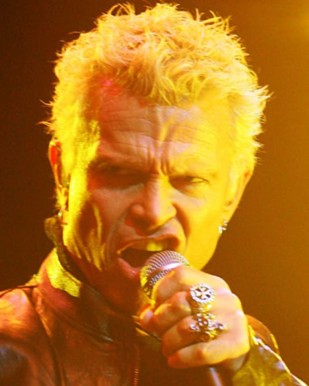 Billy-Idol-9542533-1-402
