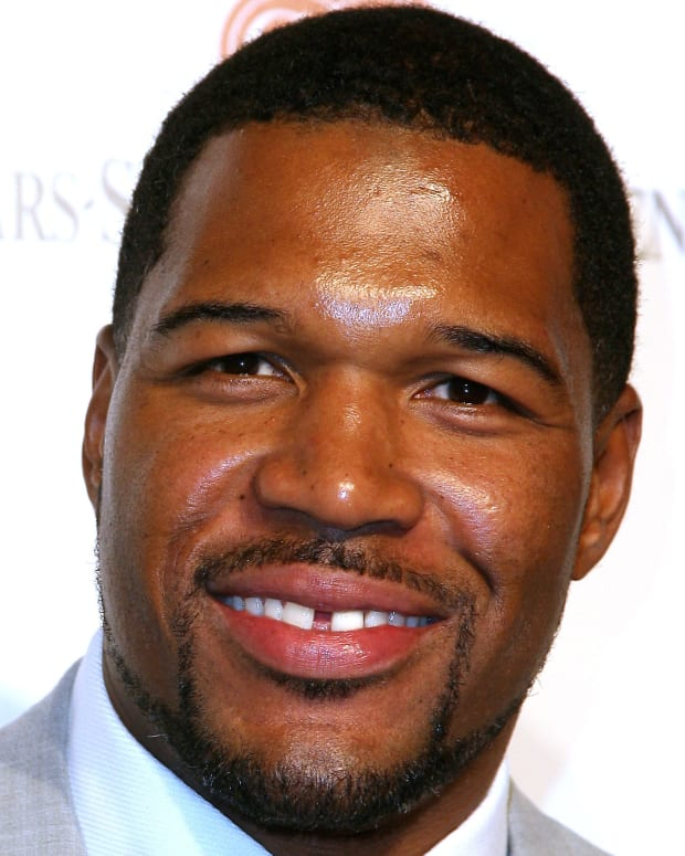 Former New York Giants player Michael Strahan arrives at the 2011 Cedars Sinai Sports Spectacular, in Los Angeles, California, on May 22, 2011. AFP PHOTO/VALERIE MACON (Photo credit should read VALERIE MACON/AFP/Getty Images)