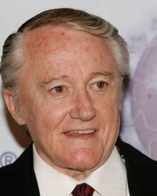 SANTA MONICA, CA - OCTOBER 13:  Actor Robert Vaughn poses at the 2007 World Magic Awards held at the Barker Hanger October 13, 2007 in Santa Monica, California.  (Photo by Mark Davis/Getty Images) *** Local Caption *** Robert Vaughn
