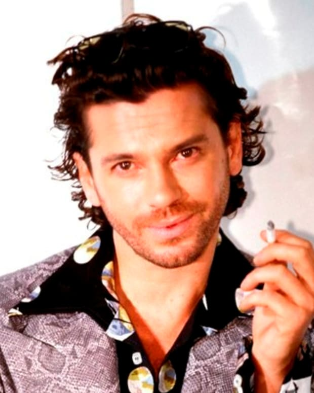 Michael-Hutchence-262382-1-402