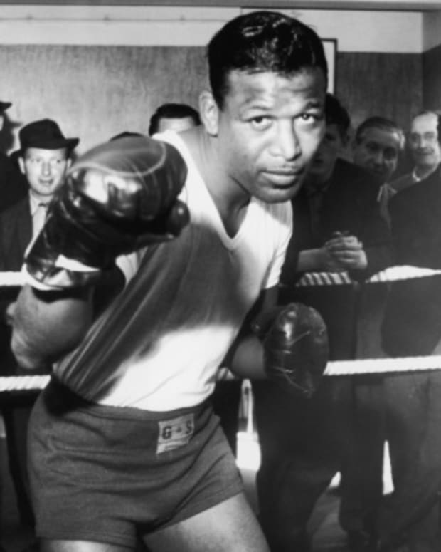 a biography of joe louis an american boxer Feb 4 (bloomberg) — max schmeling, the german heavyweight boxing champion who was miscast as a symbol of adolf hitler's nazi regime in his 1938 bout with joe louis, died in his native germany he was 99 schmeling, who became the first fighter to beat louis in their 1936 meeting, died on .