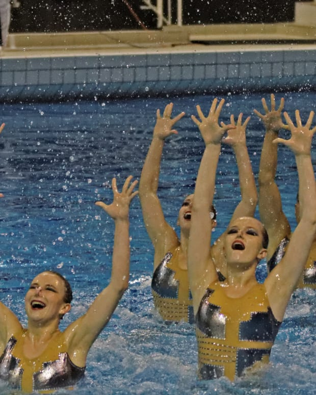 Synchronize Swimming Photo