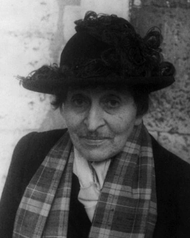 Alice B. Toklas Photo by Carl Van Vechten [Public domain], via Wikimedia Commons