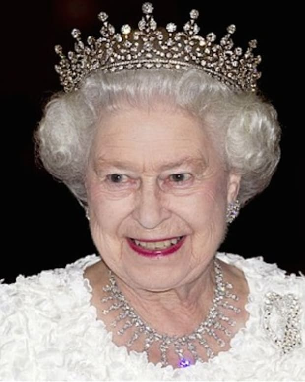 Queen Elizabeth Crown Photo