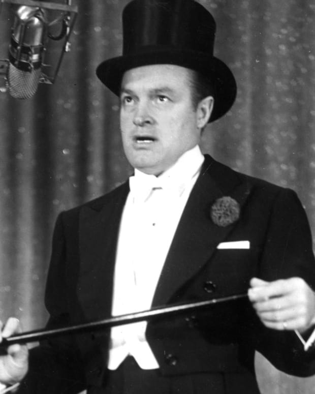 Bob Hope - Entertaining the Troops