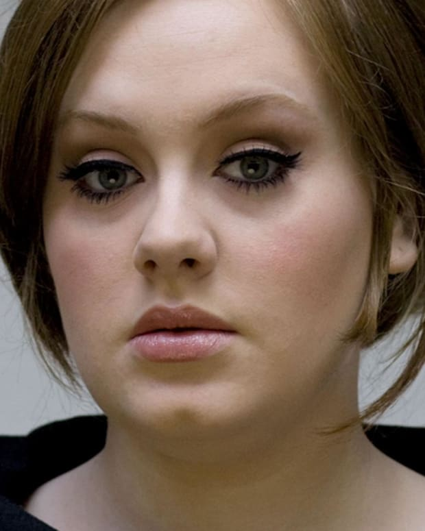 Adele - Mini Biography