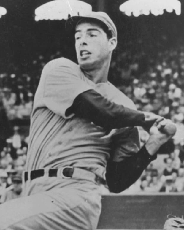 Joe DiMaggio - Yankees Record Breaker