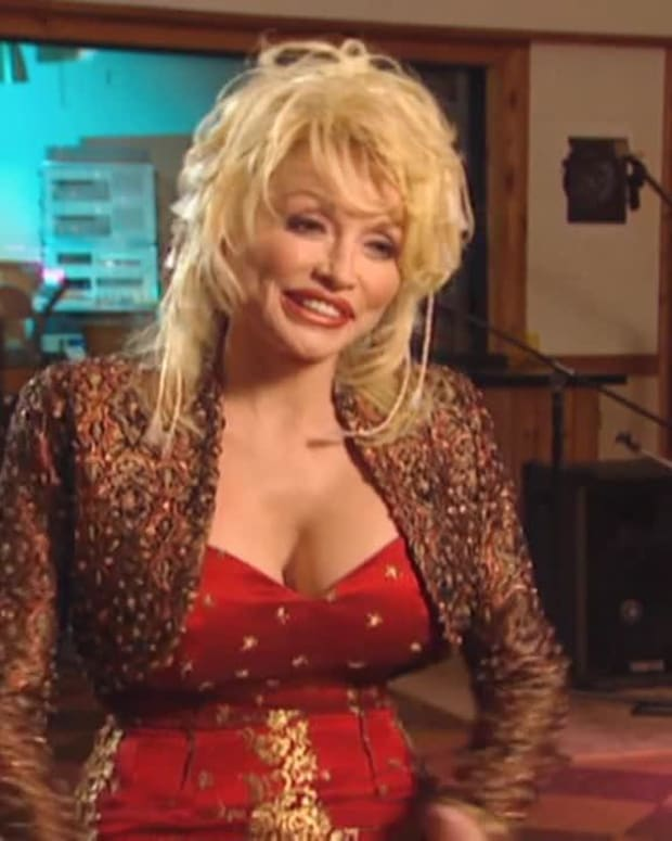 Bio Bites: Dolly Parton - Recording Session Secret