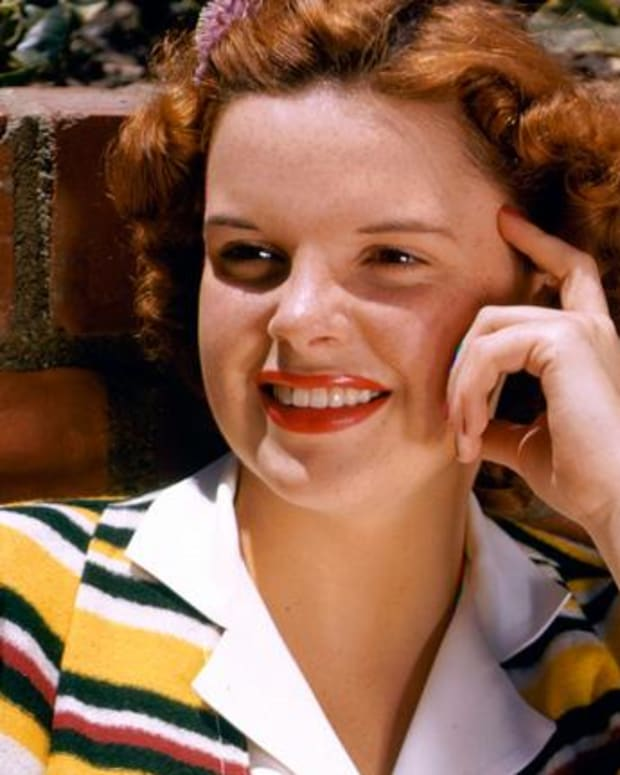 Judy Garland - Mini Biography