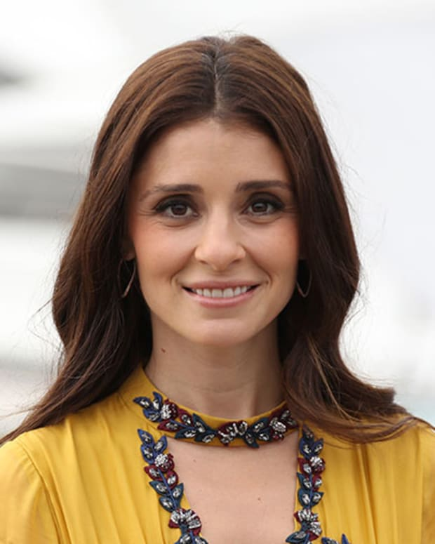 Shiri Appleby Photo