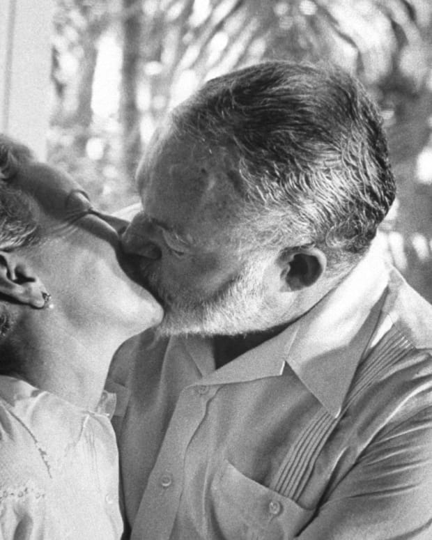 Ernest Hemingway kissing his wife Mary Welsh