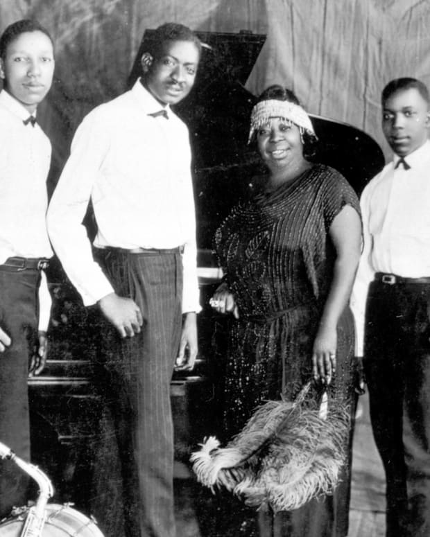 Ma Rainey and the Rabbit Foot Minstrels
