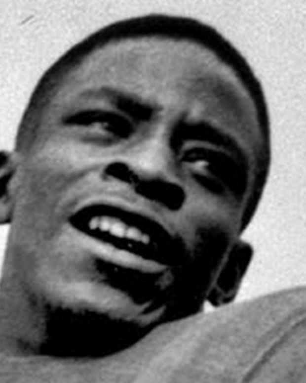 Michigan State quarterback Willie Thrower is shown on Oct. 1, 1951.  Thrower, the first black quarterback to play in the Big Ten, helping Michigan State to a national championship in 1952, and the NFL's first black quarterback, died of a heart attack at his home Feb. 20, 2002.  He was 71.  (AP Photo)