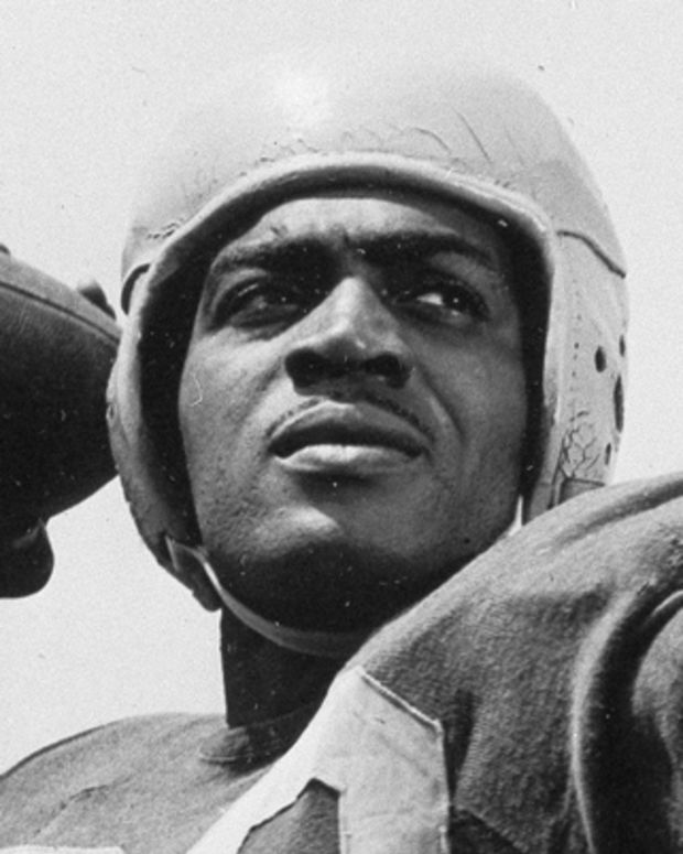 Kenny Washington of the Los Angeles Rams is seen, Sept. 3, 1946.  (AP Photo)