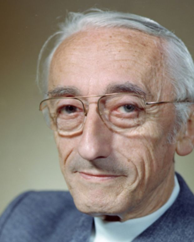 Jacques-Cousteau-9259496-1-402