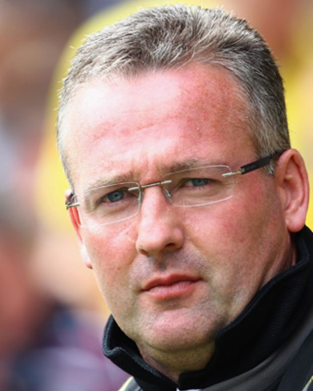 NORWICH, ENGLAND - AUGUST 21:  Paul Lambert, manager of Norwich looks on during the Barclay's premier league match between Norwich and Stoke City at Carrow Road on August 21, 2011 in Norwich, England.  (Photo by Julian Finney/Getty Images)